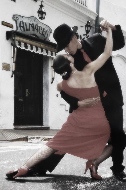 tango-112112_640